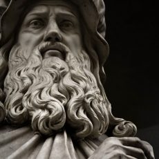 Statue of Leonardo da Vinci. Statue outside the  Uffizi, Florence